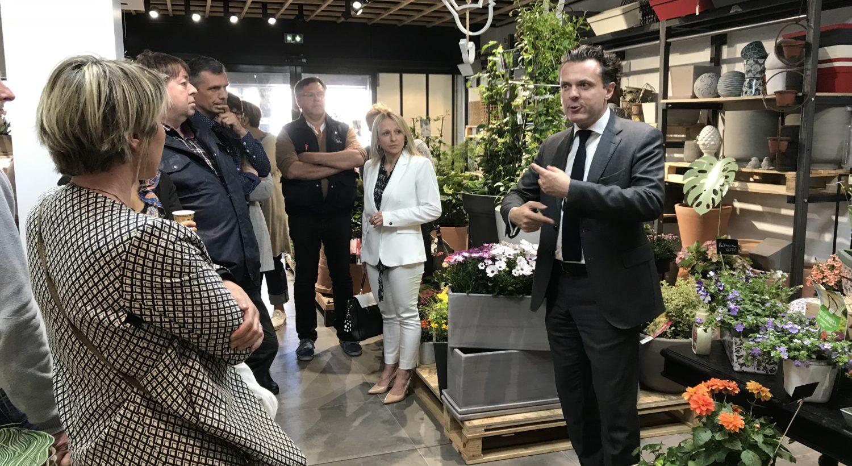 Le le maire d'Angers dans la jardinerie Hortelli